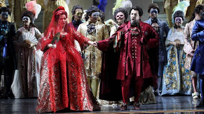 在以古斯塔夫三世为题材的作品中,意大利歌剧巨匠威尔第的《假面舞会》最为著名王小京/摄