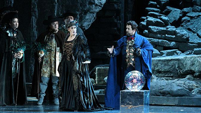 安娜·玛丽亚·齐乌利以充满戏剧力量的演唱塑造出女巫乌丽卡的神秘诡谲凌风/摄