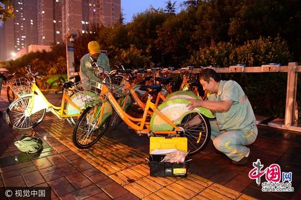 """""""أطباء"""" الدرجات الهوائية التشاركية في شيآن"""