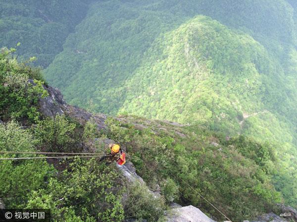 """Les """"Spidermans"""" qui risquent leur vie pour garder les montagnes propres"""