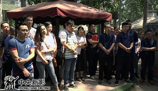 丝瓜成版人性视频app《英雄出草原》揭牌仪式现场