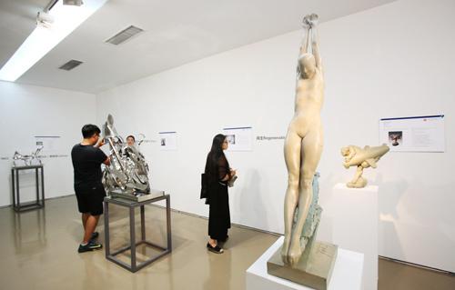 首届中国城市公共艺术展在京开展