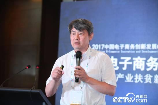 (中国社科院信息化研究中心主任汪向东现场演讲)