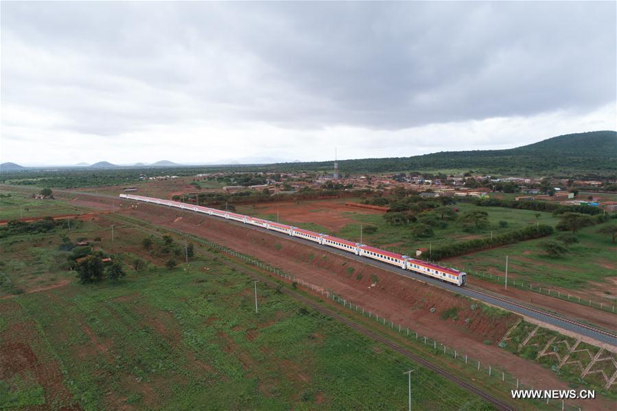Le chemin de fer construit par la Chine promet d