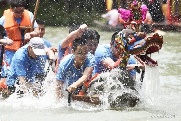 عطلة عيد قوارب التنين تشهد انتعاشا سريعا للسياحة
