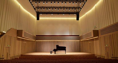 曼彻斯特近日迎来了全新的演出场馆——斯托勒音乐厅