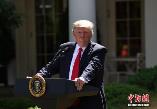 民调:超过40%美国人支持特朗普实施紧急状态