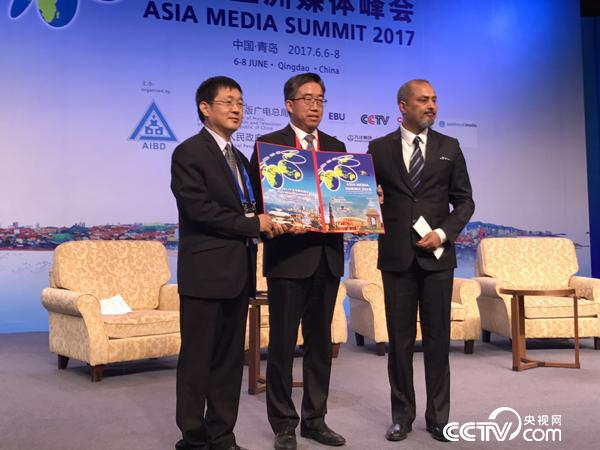 The Chair is handed over from Qingdao to Delhi, host city of AMS 2018   Photo/Li Shouen