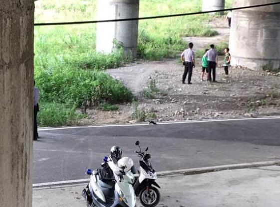 台湾初中3兄弟假借问路抢劫七旬老人。
