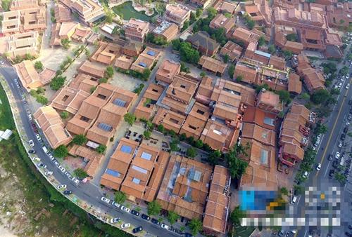 五店市传统街区一角,独具特色的闽南红砖古厝形成庞大聚落蔚为可观。