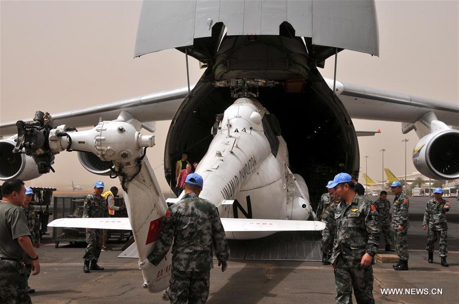 أول فريق صينى للمروحيات يصل الخرطوم للانضمام إلى قوات حفظ السلام فى دارفور