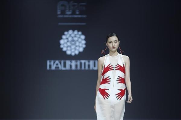من التقليد إلى الإبداع..صناعة الأزياء في الصين تحصل على الدفع التكنولوجي