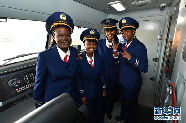 Le chemin de fer Nairobi-Mombasa: huit femmes vont aussi conduire les trains
