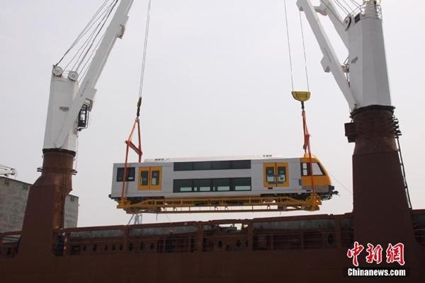 قطارات صينية تحظي بترحيب شديد في الأسواق العالمية