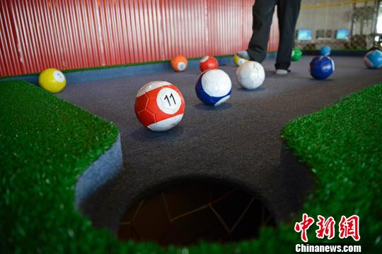Amazing Foot Pool table, who wants to play? - CCTV News