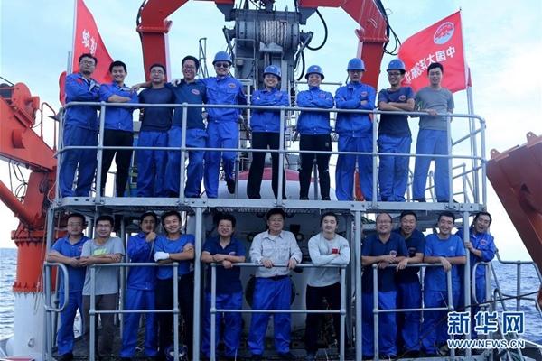 غواصة جياولونغ المأهولة الصينية تصل إلى عمق 6681 مترا في خندق ياب