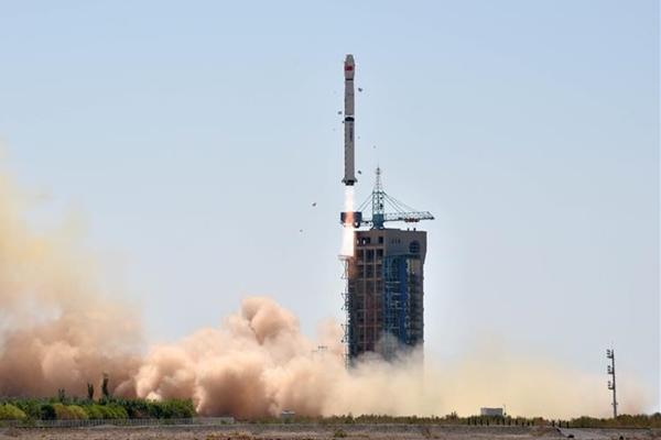 الصين تطلق تلسكوب الفضاء للبحث عن الثقوب السوداء والنجوم النابضة