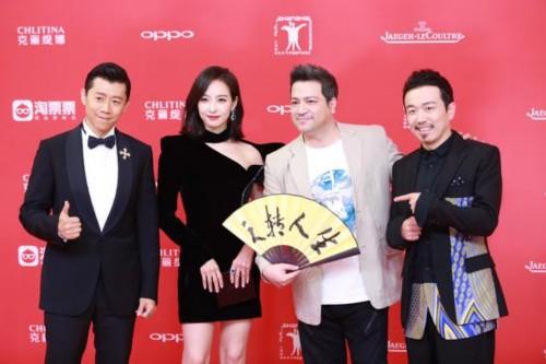 大潘亮相上海电影节 刺绣西装演绎俏皮中国风