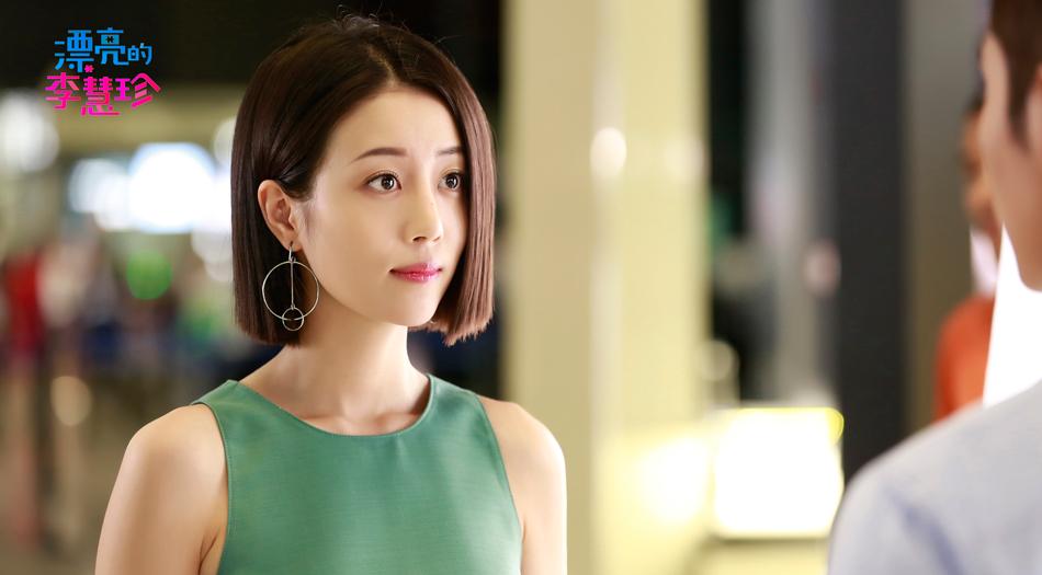 新生代人气女演员李溪芮在剧中诠释最佳闺蜜夏乔,不仅是肤白貌美大