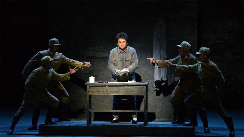 方志敏被捕入狱后,他在铁窗下继续挥洒爱国热血,写下了《可爱的中国》《清贫》等震撼人心的绝唱。 王镜/摄
