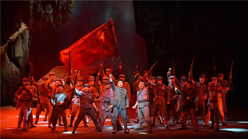 传奇革命英雄的故事在家乡的舞台上光荣绽放,再次用动人的歌声唤起这份红色记忆 王镜/摄