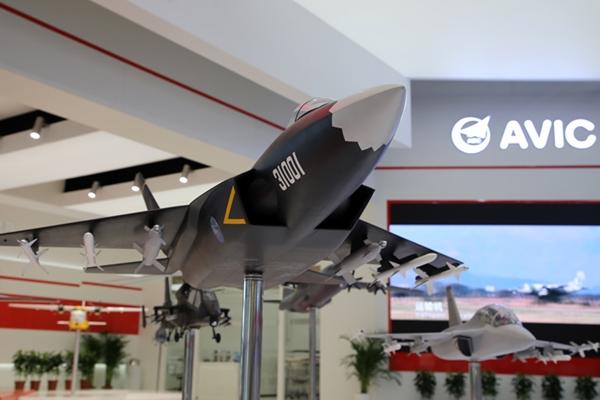 أحدث مقاتلة شبح صينية تعرض في معرض باريس الجوي