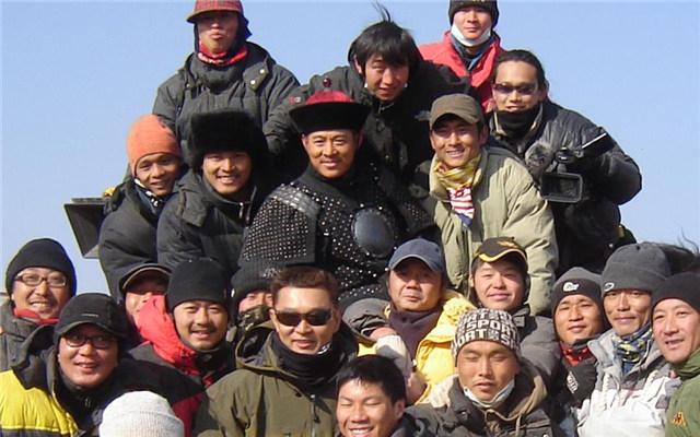 电影《投名状》剧组合影,许宏宇曾为剧组拍摄纪录片(图片由受访者提供)