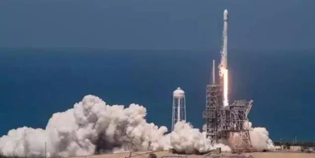 美国SpaceX首次48小时内成功两次发射和回收火箭