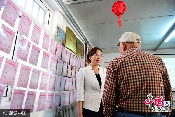 سيدة أعمال تخصص 3 ملايين يوان لمساعدة المسنين على البحث عن شريك الحياة