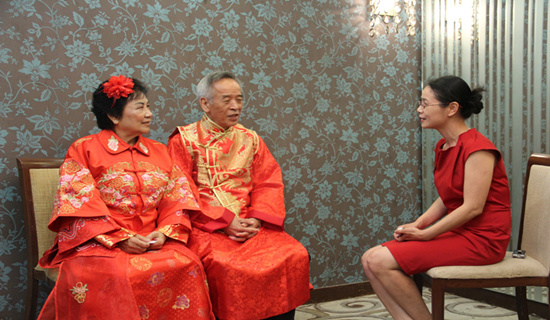Mr. Gao Wenxin and his wife at interview with CCTV.com Photo/Qian Jingtong