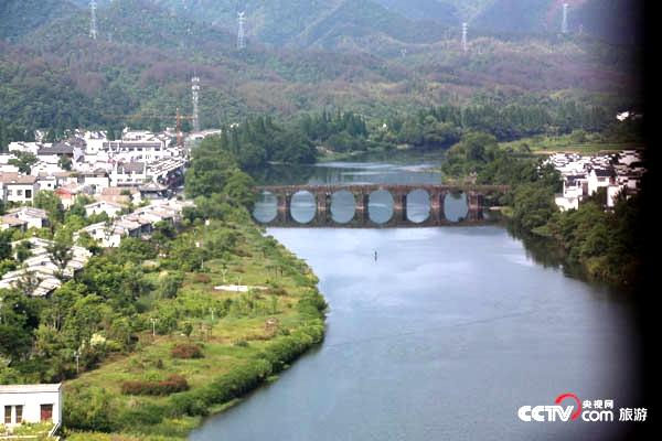 央视网消息 齐云山风景名胜区,位于安徽省黄山市休宁县城西