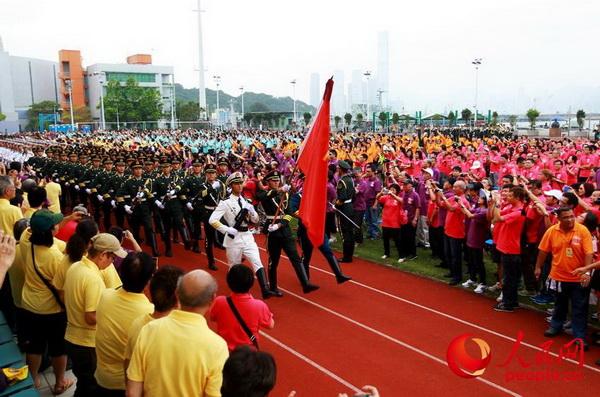 驻香港部队举行营区开放活动。图为仪仗队入场 。(摄影:易定)