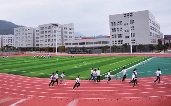 香港言爱基金会捐资建设的安远县思源实验学校 安远县委宣传部供图