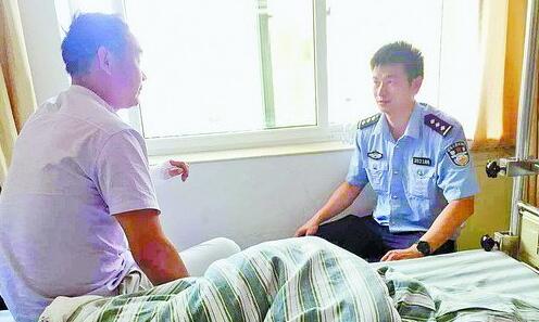 民警到医院探望伤者。
