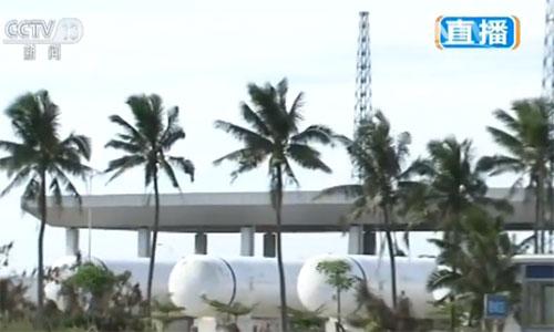 白色的大罐子装载的就是长征五号遥二火箭要使用的液氧推进剂