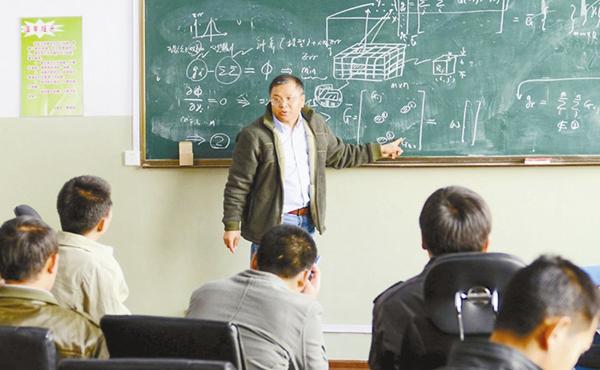 黄大年在为吉林大学的学生们授课。