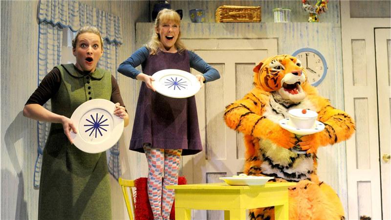 """《老虎来喝下午茶》,将再度登台国家大剧院,传达""""有爱,所以分享;分享,所以付出""""的情感。"""