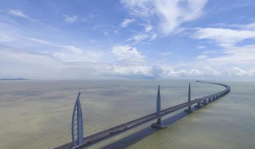 世界最长跨海大桥港珠澳大桥主体工程贯通
