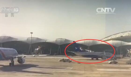 呼和浩特市白云机场一飞机发生倒滑 据了解,当时编号为B-8560的飞机所执行的GJ8674航班因流控,机组计划下机回酒店,机务看到飞机舱门已关、梯车已撤,以为航班可以推出,于是撤轮挡,然后,断电后没刹车的飞机便往后退滑。