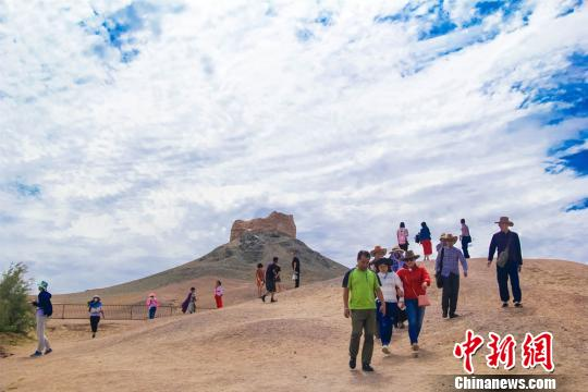Where do you want to go for summer vacation? Then how about enjoying historical relics along the Silk Road? Tourism in Dunhuang, northwestern China