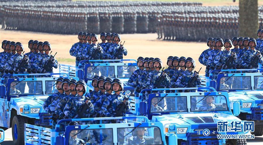 这是海军陆战队方队。新华社记者 琚振华 摄