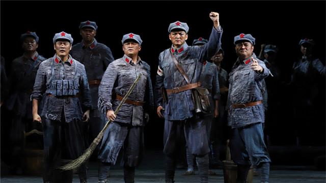 国家大剧院历时三年精心打造《金沙江畔》,纪念中国人民解放军建军90周年王小京/摄