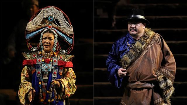 歌唱家刘珊(左)、关致京(右)分别饰演桑吉和仇万里王小京/摄