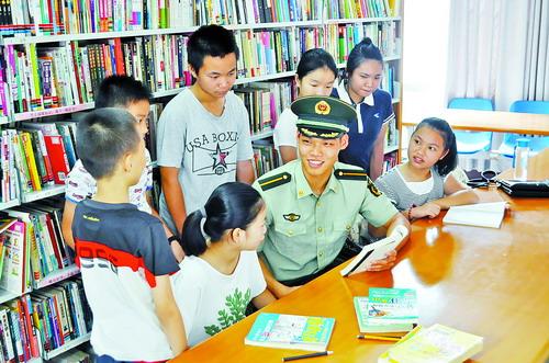 东荣社区组织青少年走进军营。(资料图)