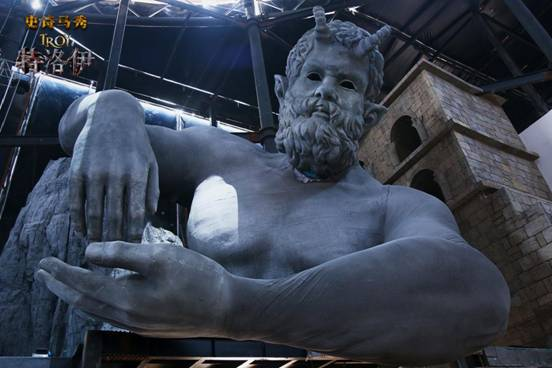 说明: 2史诗马秀《特洛伊》泰坦神像俯视舞台