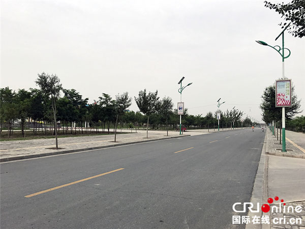原隆村里干净整洁的马路
