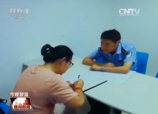 上海高中生骑&quot死飞&quot蛇行街头掰轿车光镜闯红灯