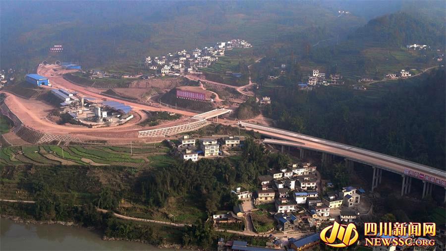飞仙关特长隧道洞外工程(四川省交通厅供图)