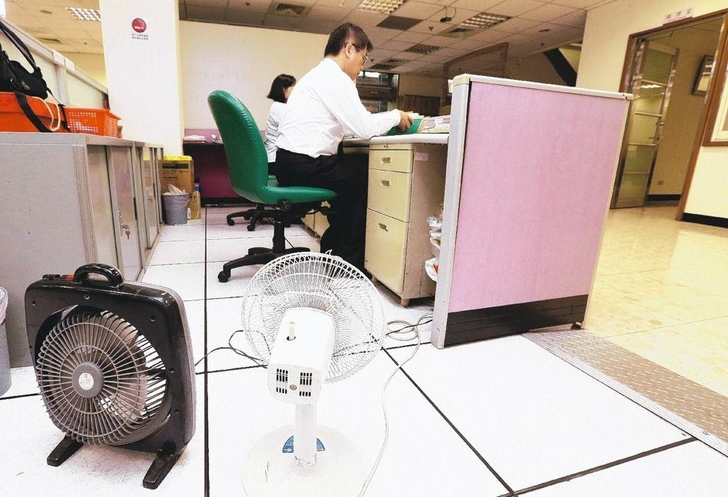 """台湾""""关空调节电""""闹剧杀青,公务员批:很无聊。"""