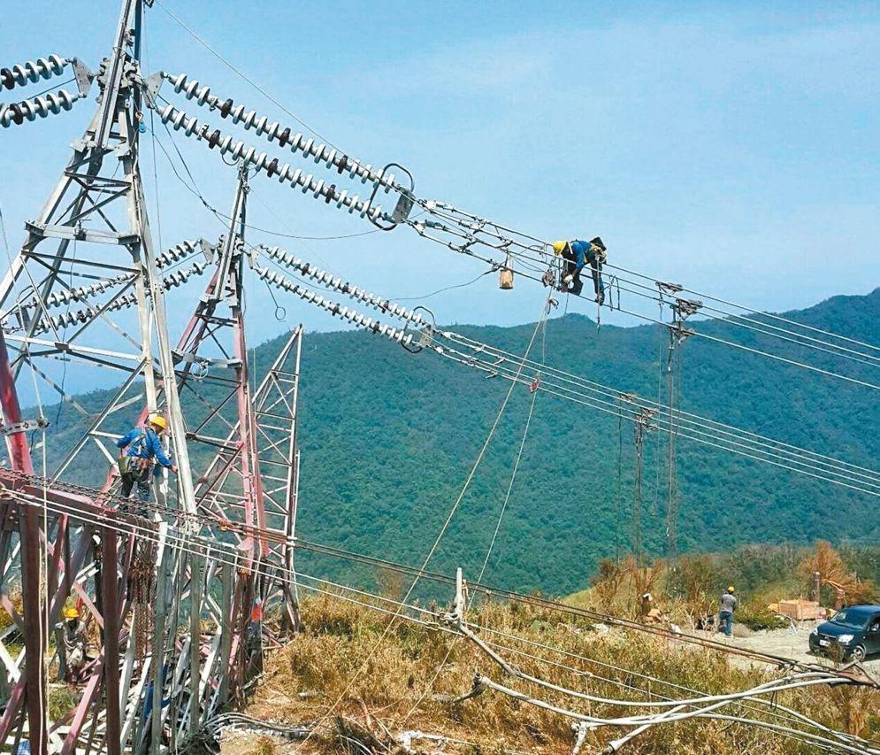 花莲和平电厂电塔倒塌导致限电危机。